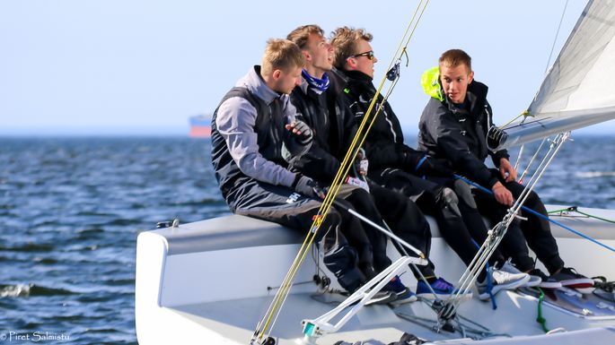 Avamerepurjetamise Euroopa meisterjaht Katariina II baasil loodud meeskond Karl-Hannes Tagu juhtimisel Pärnu Jahtklubist. FOTO: Piret Salmistu