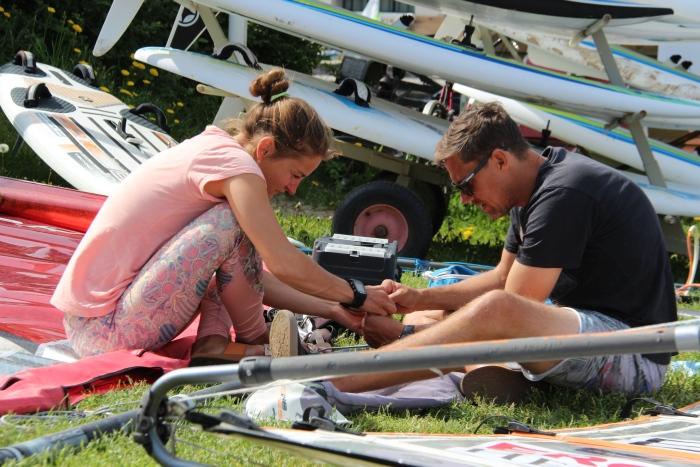 Ingrid Puusta koos treener Matthew Rickardiga võistlusvarustust sättimas Foto autor: Riina Ramst
