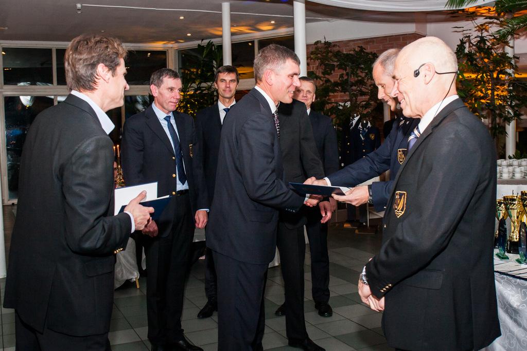 Kuldmärkide üleandmine jahi Forte meeskonnaliikmetele Foto: Meisi Volt, Postimees