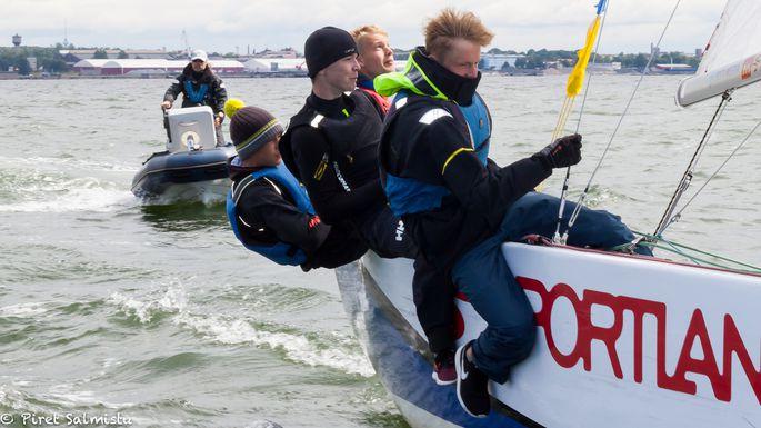Pärnu Jahtklubi Purjespordikooli noortetiim Foto autor: Piret Salmistu