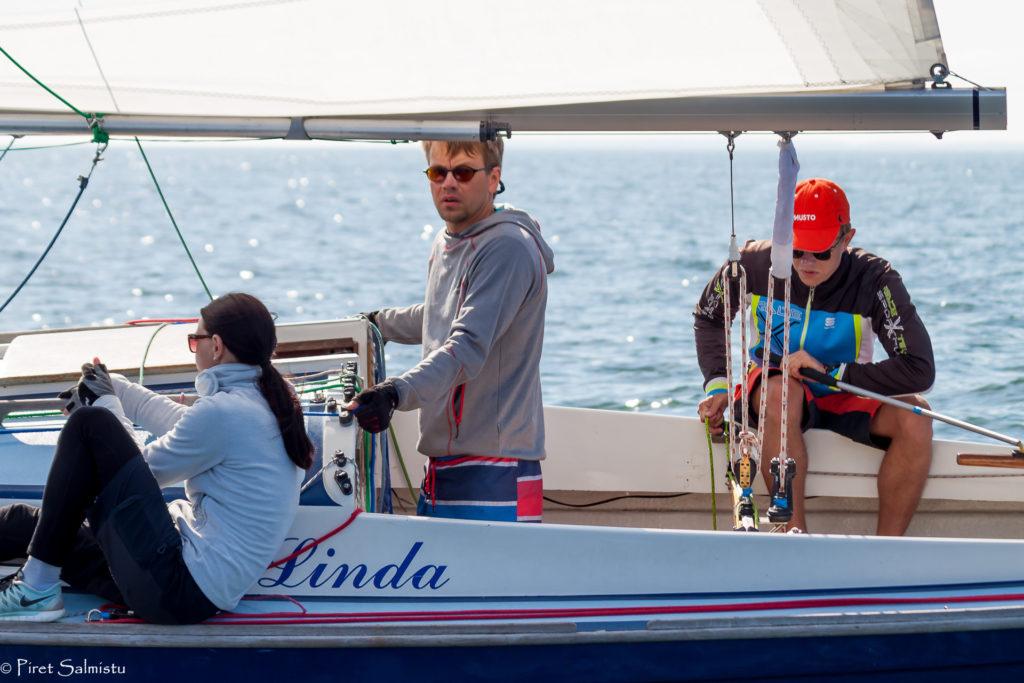 Folkbootide grupis läks võit viisteist tundi ja 50 minutit sõitnud Kalevi Jahtklubi jahile Linda. Foto Piret Salmistu