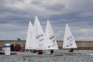 Laser 4.7 klassi finaalid 2016. aasta Saaremaa Merispordi Seltsi regatil. Foto autor: Riina Ramst